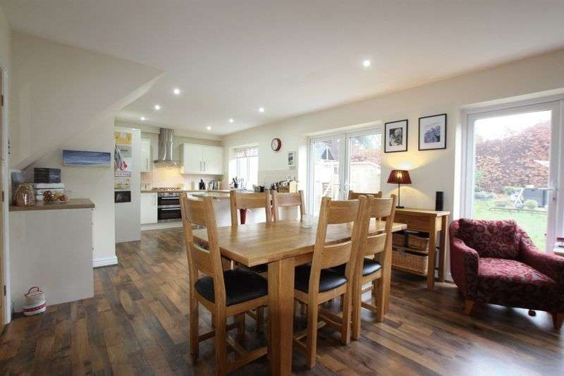 4 Bedrooms Semi Detached House for sale in Dee Park Road, Gayton, Wirral