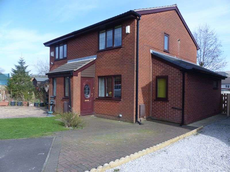 2 Bedrooms Semi Detached House for sale in Kingston Close, Shaw