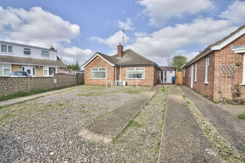 3 Bedrooms Bungalow for sale in Mary Walsham Close, Stanground, Peterborough