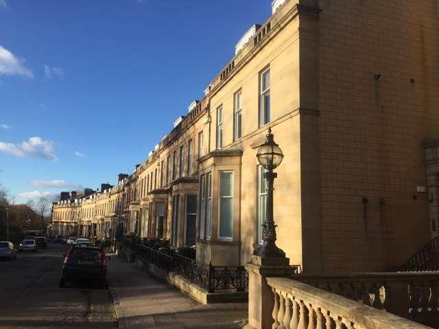 3 Bedrooms Flat for rent in Lancaster Crescent, Hyndland, Glasgow