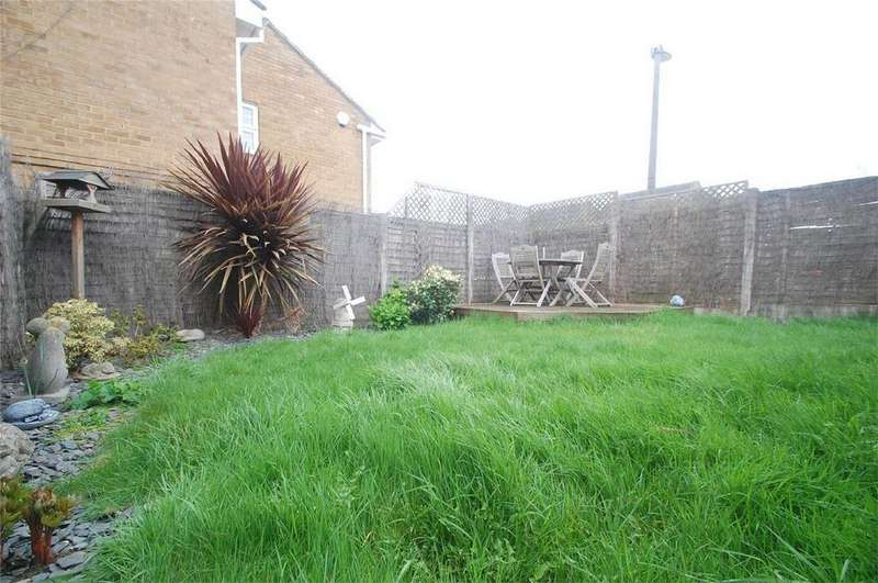 3 Bedrooms Link Detached House for sale in Hurst Place, Rainham, Kent