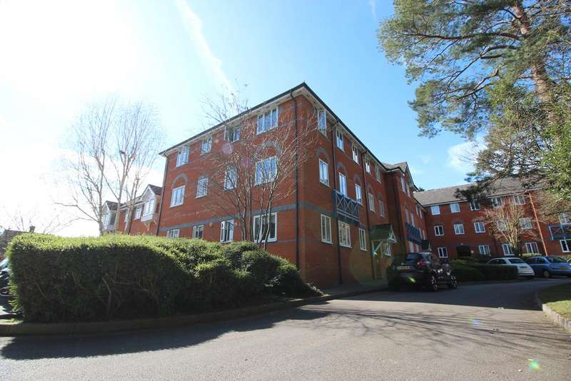 2 Bedrooms Ground Flat for sale in St. Cross Court, Hoddesdon, Hertfordshire EN11