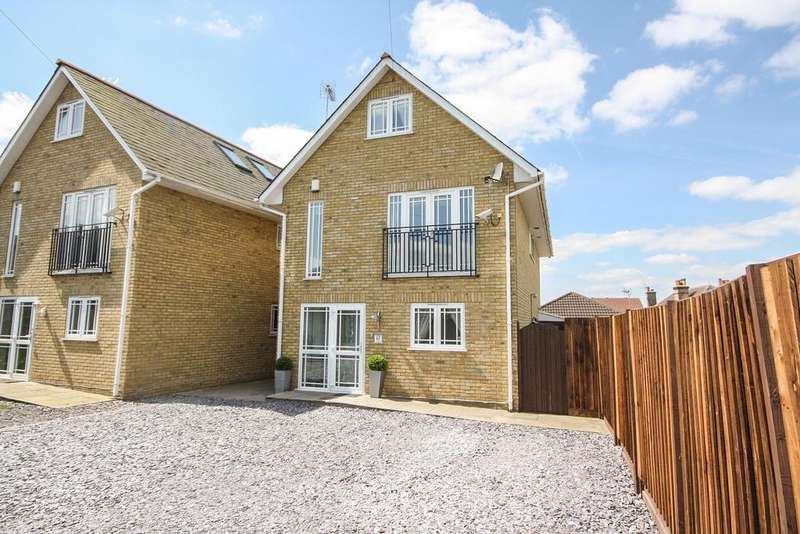 4 Bedrooms Detached House for sale in The Noaks, Noak Hill Road, Basildon SS15