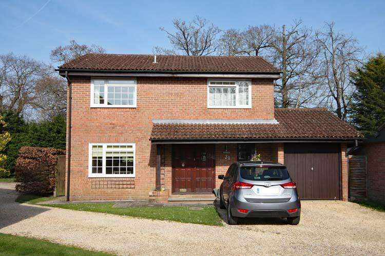 4 Bedrooms Detached House for sale in Clarendon Park, Lymington SO41
