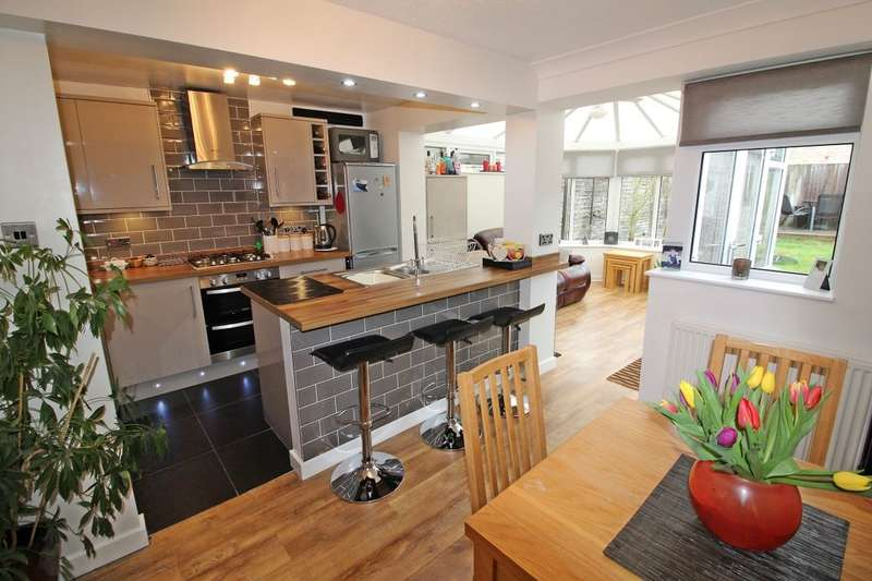 3 Bedrooms Semi Detached House for sale in Birkdale Place, Leeds, LS17