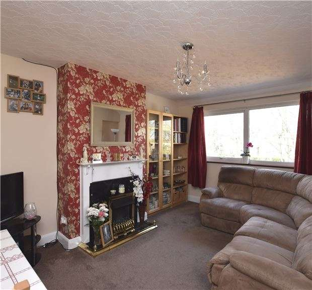 2 Bedrooms Maisonette Flat for sale in Reynolds Close, SM5 2AY
