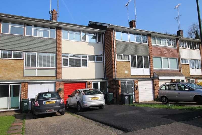 3 Bedrooms Property for sale in Cedar Drive, Sutton At Hone, Dartford, DA4