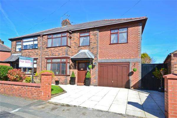 5 Bedrooms Semi Detached House for sale in Abbey Drive, Orrell
