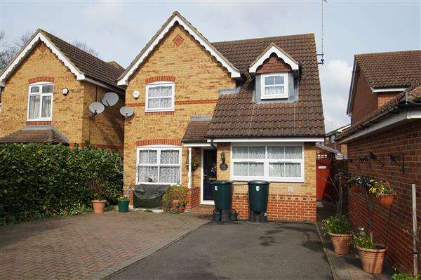 4 Bedrooms Detached House for sale in Moor Furlong, Cippenham
