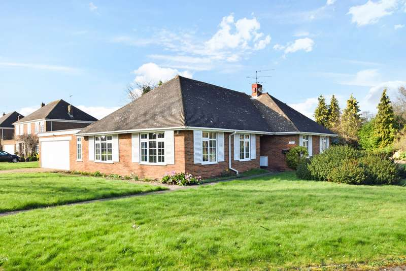 3 Bedrooms Detached Bungalow for sale in The Fairway, Burnham, SL1