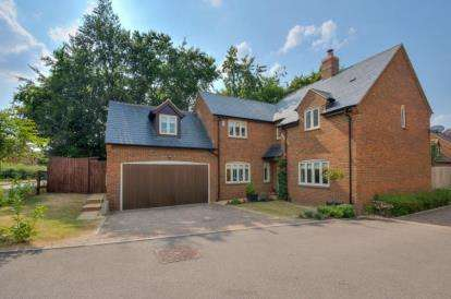 4 Bedrooms Detached House for sale in Honeysuckle Court, Walnut Tree, Milton Keynes, Buckinghamshire