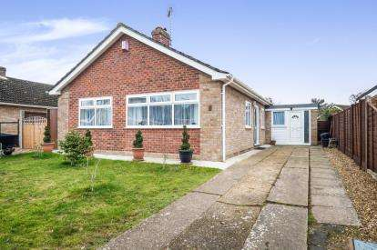 3 Bedrooms Bungalow for sale in Ditchingham, Bungay, .