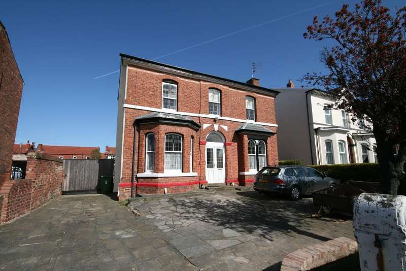 3 Bedrooms Detached House for sale in Bolton Road, Birkdale, Southport, PR8 4BE