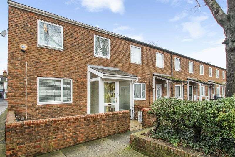 3 Bedrooms Terraced House for sale in Cooperage Close, London