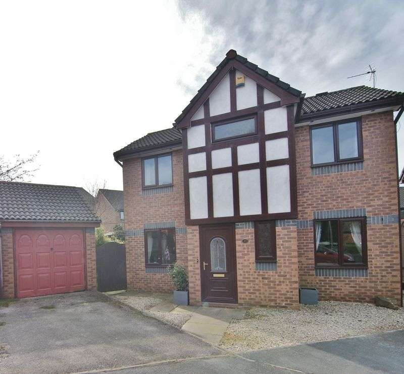 3 Bedrooms Detached House for sale in Fir Tree Close, Chorley, PR7 3TB