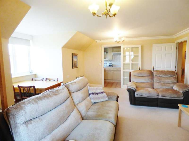 2 Bedrooms Flat for sale in Golden Court, TW7 4EQ