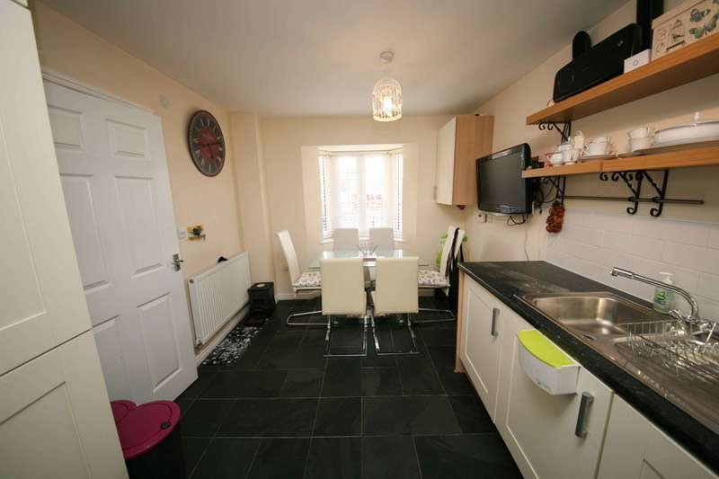 4 Bedrooms Town House for sale in Chestnut Road, Gloucester, Gloucestershire, GL3