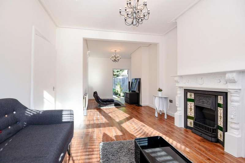 3 Bedrooms Semi Detached House for sale in Saxon Road, South Norwood, SE25