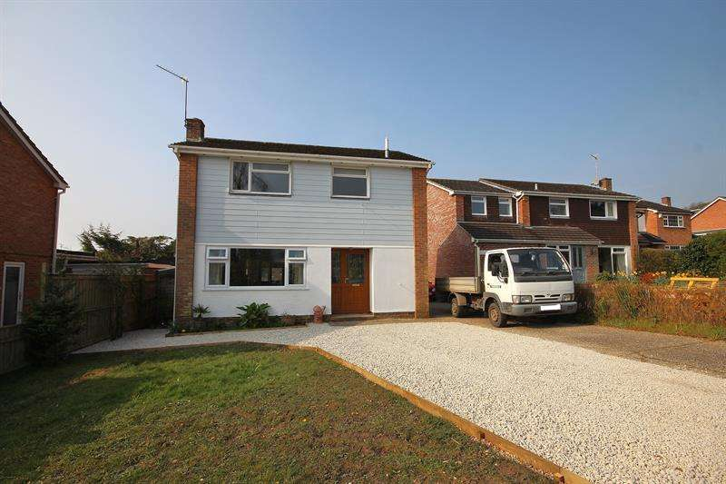 3 Bedrooms Detached House for sale in West Way, Broadstone