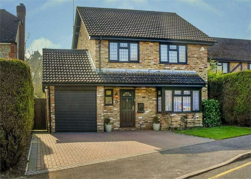 4 Bedrooms Detached House for sale in Upshire Gardens, The Warren, Bracknell, Berkshire
