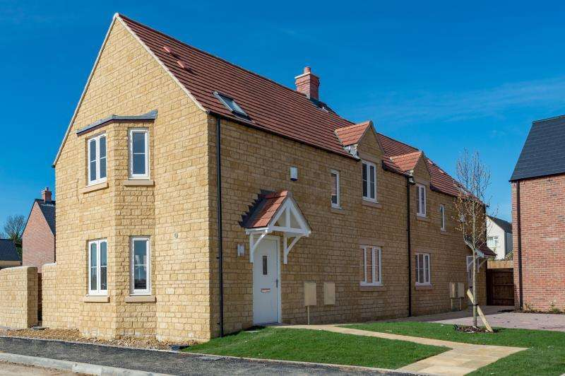 3 Bedrooms Semi Detached House for sale in The Hornbeam, Charity Farm, Woodstock Road, Stonesfield, Witney, Oxfordshire