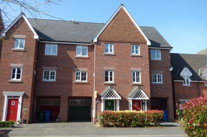 4 Bedrooms Terraced House for sale in Farcroft Close, Lymm, Cheshire