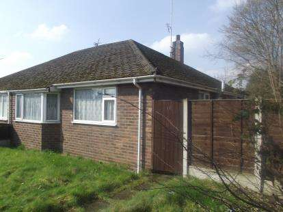 2 Bedrooms Bungalow for sale in Bruche Heath Gardens, Padgate, Warrington, Cheshire