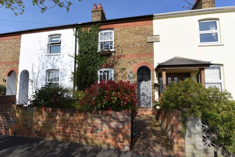 3 Bedrooms Terraced House for sale in Reading Road, Farnborough, GU14
