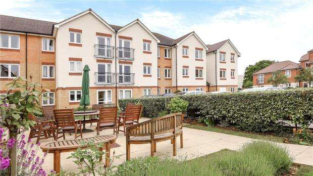 1 Bedroom Apartment Flat for sale in Douglas Bader Court, Howth Drive, Reading