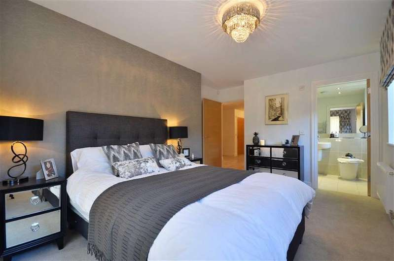 2 Bedrooms Apartment Flat for sale in Vale Road, Bushey, Hertfordshire