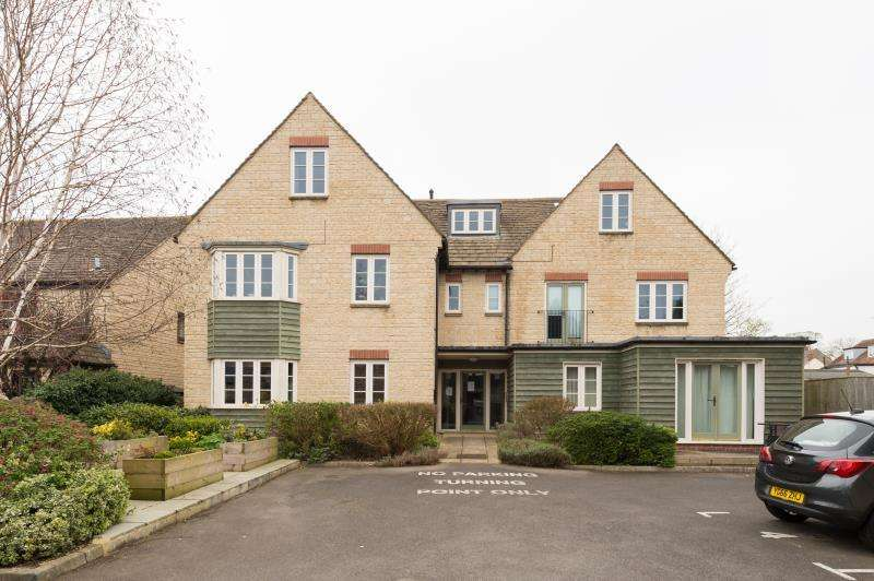 1 Bedroom Apartment Flat for sale in Millins Yard, 99B High Street, Witney, Oxfordshire