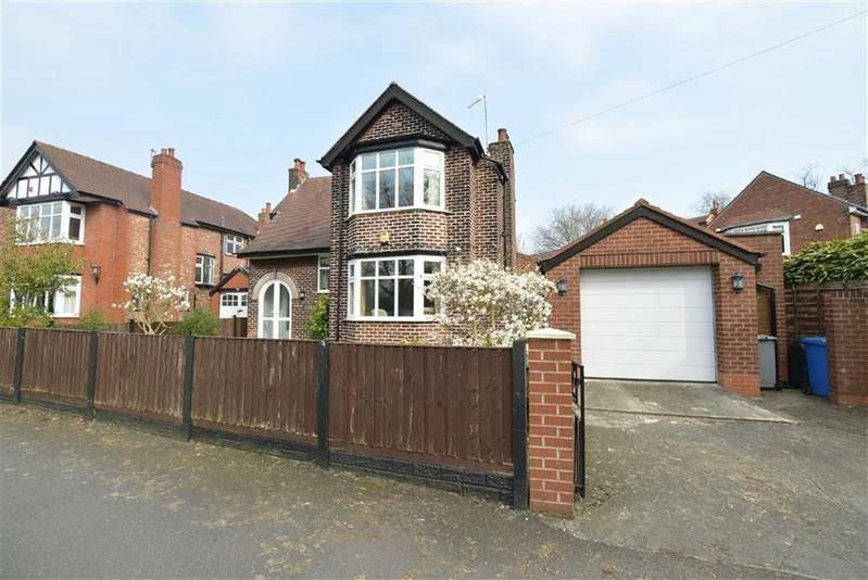 3 Bedrooms Detached House for sale in Moorside Road, URMSTON, Manchester