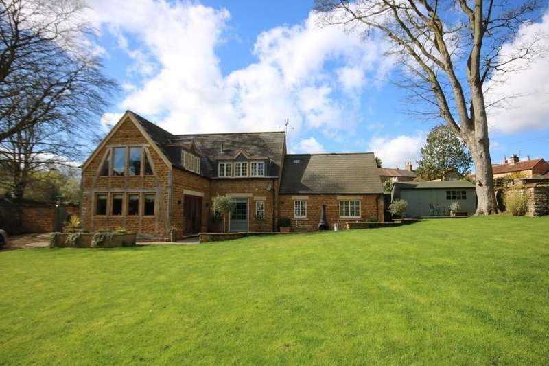 4 Bedrooms Detached House for sale in The Coach House, Wymondham