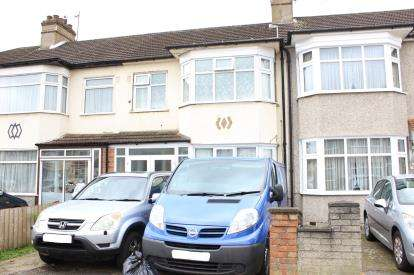 3 Bedrooms House for sale in Clay Hall, Ilford