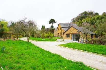 3 Bedrooms Barn Conversion Character Property for sale in St. Austell, Cornwall