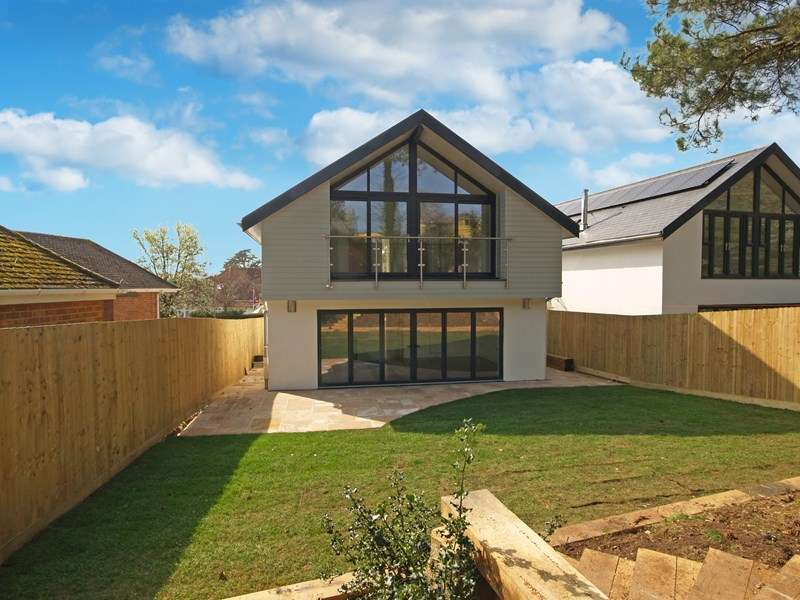3 Bedrooms Detached House for sale in East Cliff Way, Friars Cliff, Christchurch