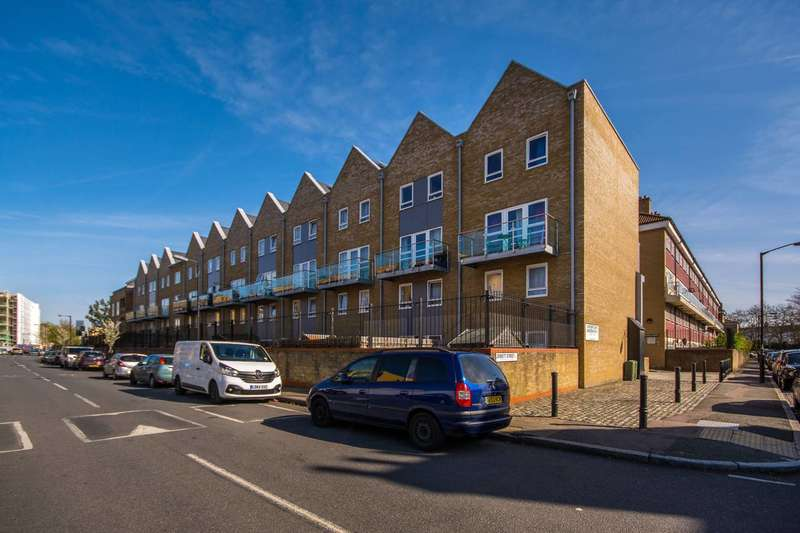 3 Bedrooms Maisonette Flat for sale in Carisbrooke Gardens, Peckham, SE15