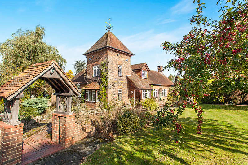4 Bedrooms Detached House for sale in The Coach House Capel Grange Badsell Road, Five Oak Green, TN12