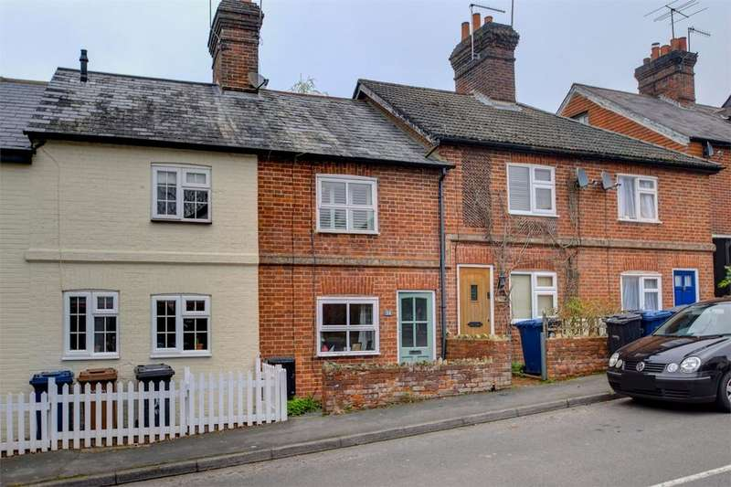 2 Bedrooms Terraced House for sale in Critchmere Hill, HASLEMERE, Surrey