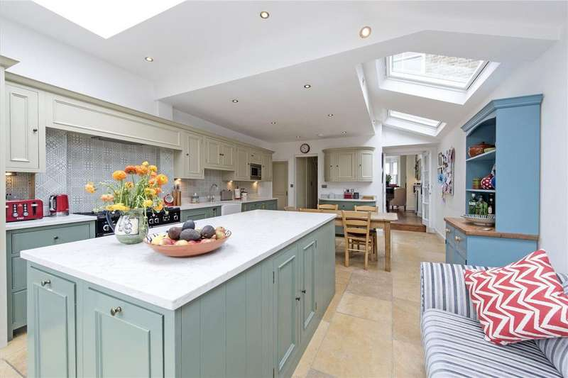 4 Bedrooms Terraced House for sale in Hydethorpe Road, Hyde Farm Estate, Balham, London, SW12
