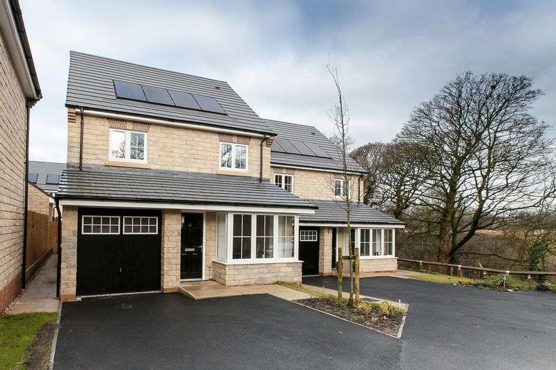 4 Bedrooms Detached House for sale in Oak Leaf Drive, Bamber Bridge, PR5 6AX