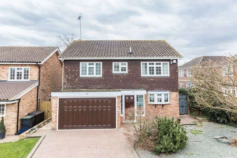 4 Bedrooms Detached House for sale in Longfield, Loughton