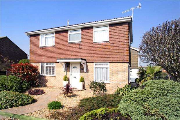 3 Bedrooms Detached House for sale in Ketch Road, Littlehampton, West Sussex, BN17