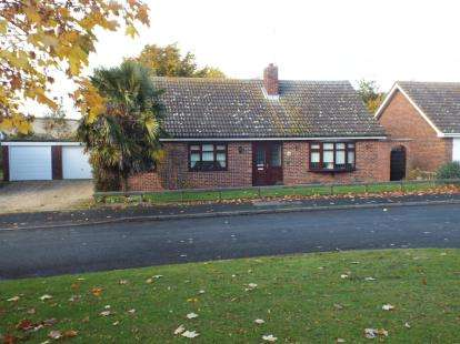 3 Bedrooms Bungalow for sale in Moulton, Newmarket, Suffolk