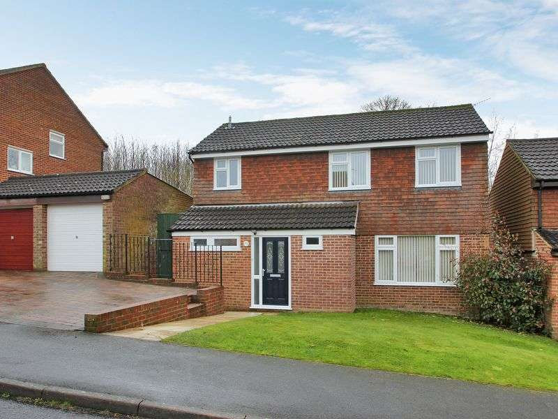 3 Bedrooms Detached House for sale in Fulmar Drive, East Grinstead, West Sussex
