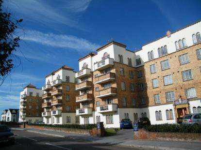 2 Bedrooms Flat for sale in Sea Road, Bournemouth, Dorset