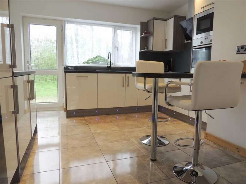 3 Bedrooms Semi Detached House for sale in Geneva Road, Bramhall, Stockport