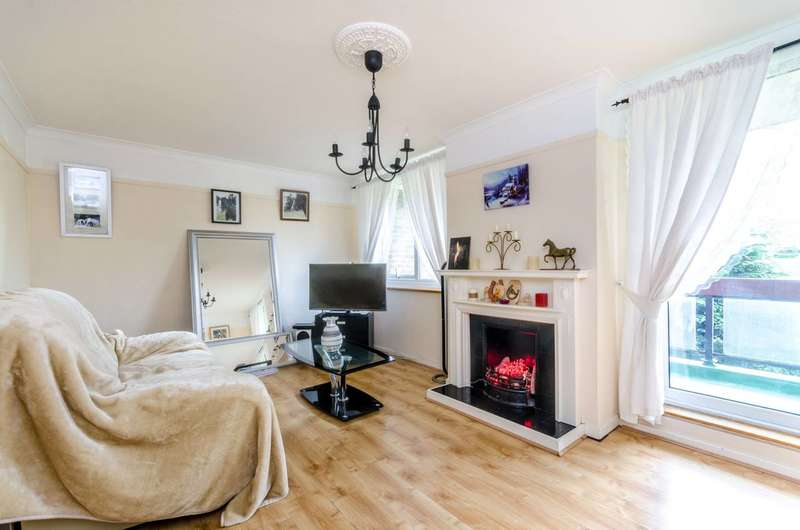 3 Bedrooms Flat for sale in Hulverston Close, Sutton, SM2