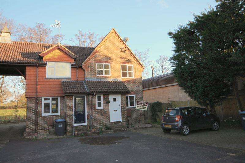 2 Bedrooms Semi Detached House for sale in East Wick, Lindfield, West Sussex