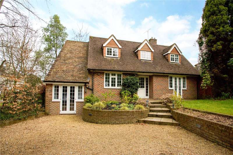 4 Bedrooms Detached House for sale in Oathall Road, Haywards Heath, West Sussex, RH16